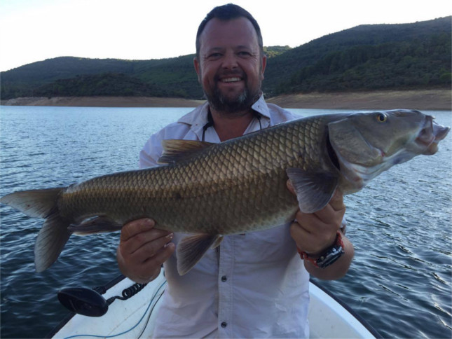 Gary Collins with 10lb+ Comizo Barbel